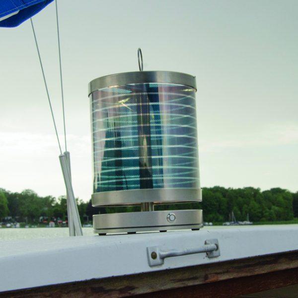 .STOOL Solarleuchte auf einem Segelboot